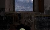 Paseando en Turruncun ,detalle ventanal al fondo Isasa